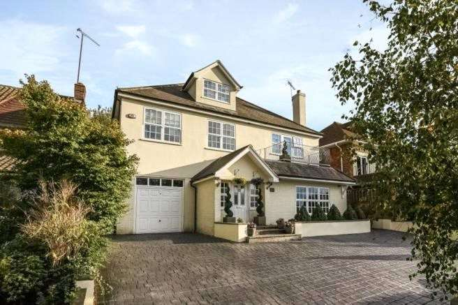 5 Bedrooms Detached House for sale in Nursery Road, Loughton, Essex, IG10