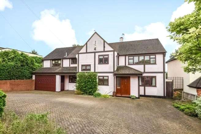 5 Bedrooms Detached House for sale in Tycehurst Hill,, Loughton, Essex, IG10
