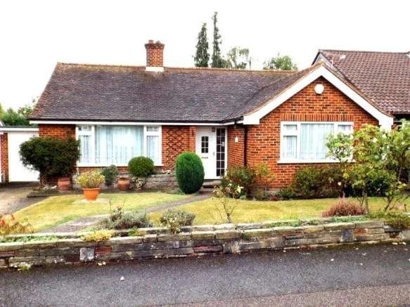 2 Bedrooms Detached Bungalow for sale in Lynceley Grange, Epping, Essex, CM16
