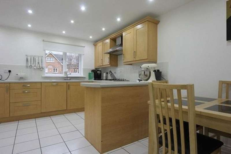 3 Bedrooms Town House for sale in East O' Hills Close, Heswall, CH60
