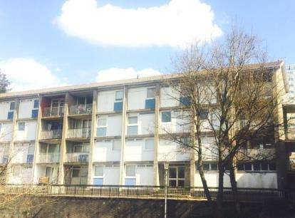 2 Bedrooms Flat for sale in Denholm Crescent, East Kilbride