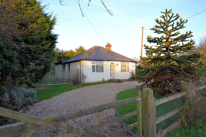 3 Bedrooms Detached Bungalow for sale in High Street Road, Hernhill