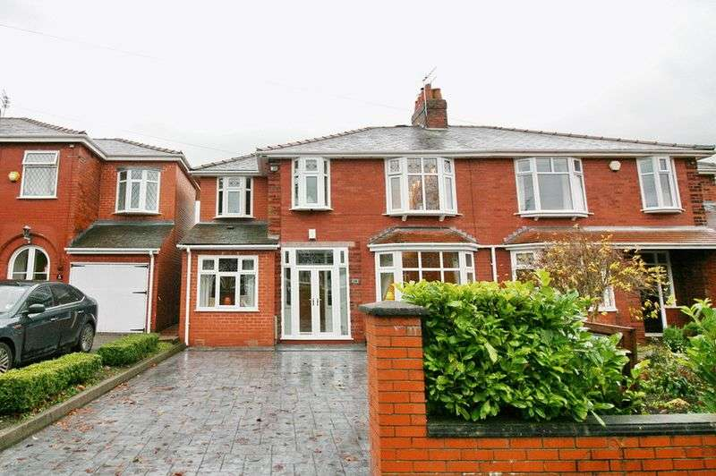 4 Bedrooms Semi Detached House for sale in Parr Fold Avenue, Manchester