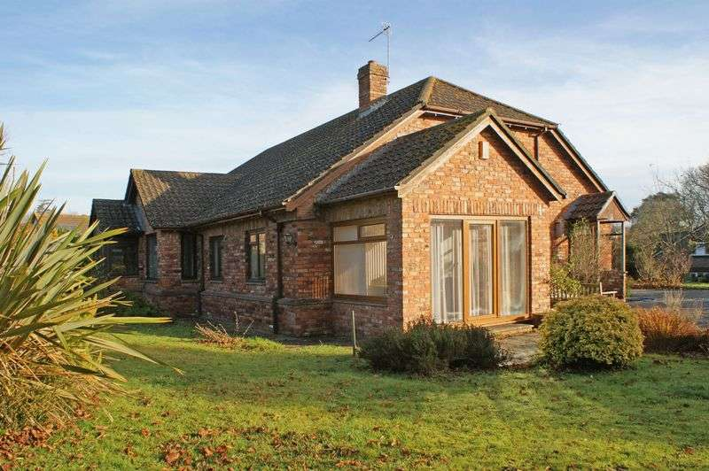 3 Bedrooms Detached Bungalow for sale in Priory Close, East Budleigh