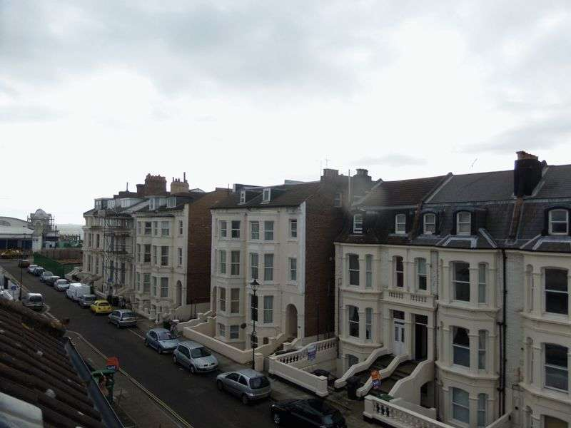2 Bedrooms Flat for sale in Alhambra Road, Southsea