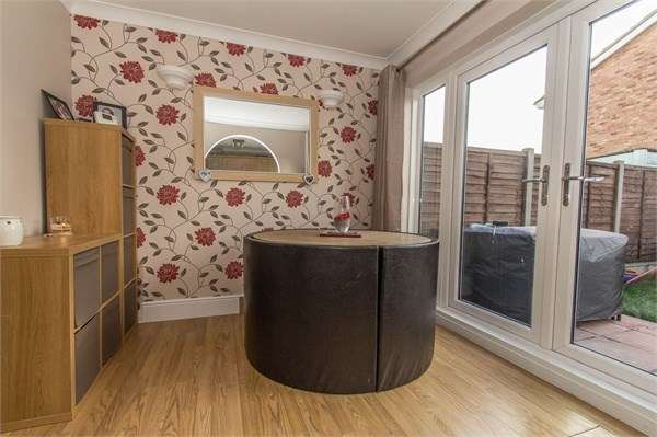 3 Bedrooms Terraced House for sale in Walkways, Canvey Island, SS8