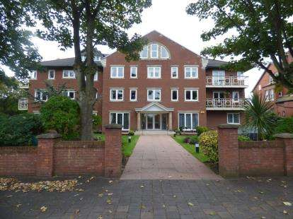 3 Bedrooms Flat for sale in Apartment 10, Grosvenor Road, Southport, Merseyside, PR8