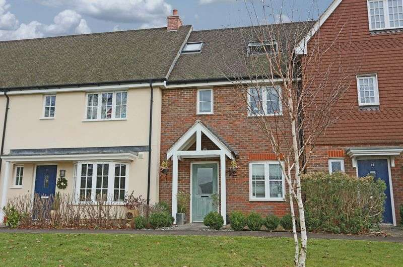 3 Bedrooms Terraced House for sale in Waterhouse Square, Cuckfield