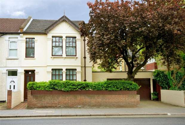 3 Bedrooms Semi Detached House for sale in Gunnersbury Lane, London