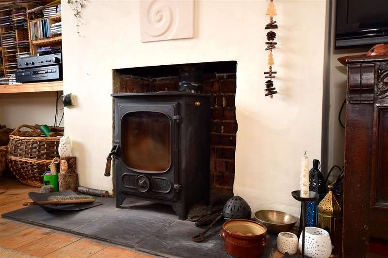 3 Bedrooms Semi Detached House for sale in Stanmer Park Road, Brighton, East Sussex