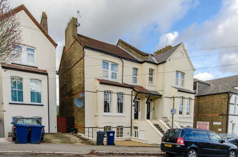 2 Bedrooms Flat for sale in Park Road, High Barnet, EN5