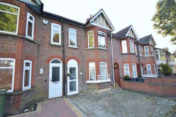 Terraced House for sale in Limbury Road, Luton