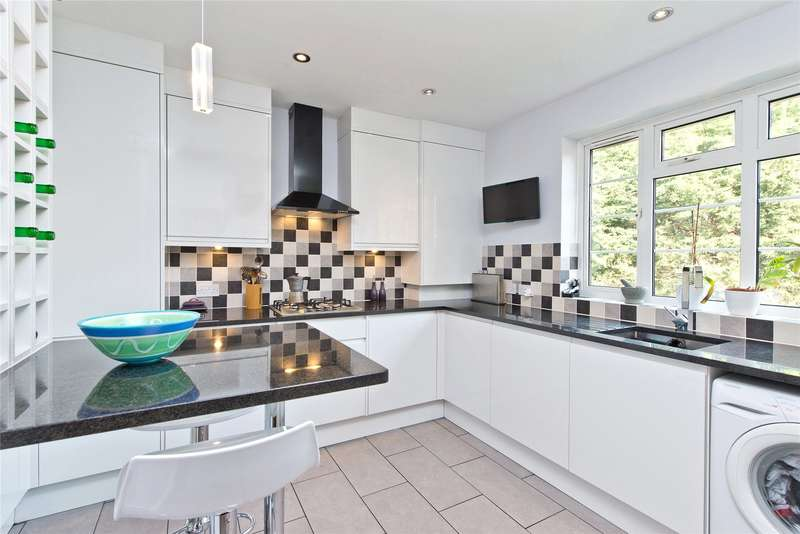 2 Bedrooms Maisonette Flat for sale in Lancaster Road, London, SW19