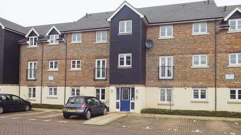 2 Bedrooms Flat for sale in Scholars Walk, Farnborough