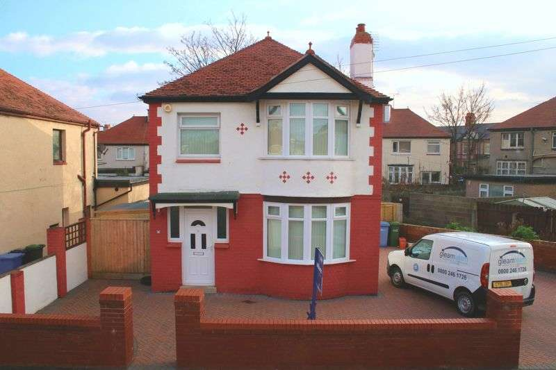 3 Bedrooms Detached House for sale in Elwy Drive, Rhyl