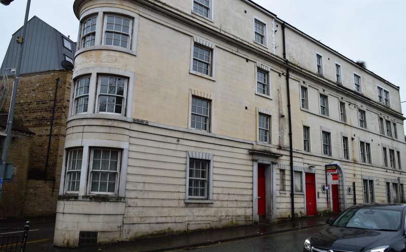 2 Bedrooms Flat for sale in Royal Lofts, Sowerby Bridge, Halifax, HX6 3AN