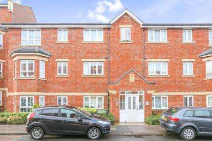 2 Bedrooms Flat for sale in Watling Gardens, Dunstable, Bedfordshire