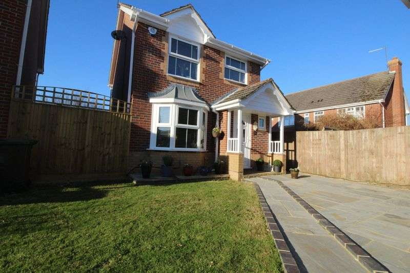 3 Bedrooms Detached House for sale in Valentine Drive, Burgess Hill