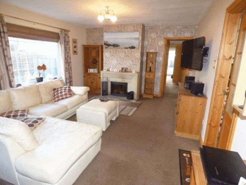3 Bedrooms Detached Bungalow for sale in Efailnewydd, Pwllheli