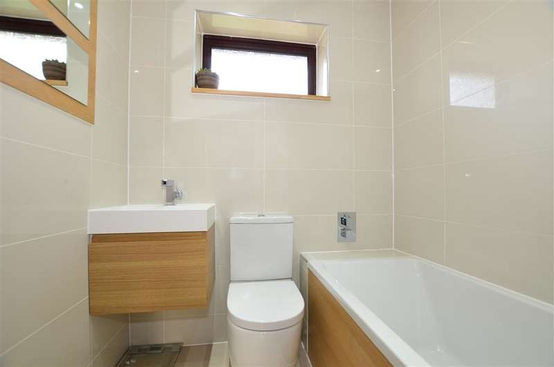2 Bedrooms Terraced House for sale in Chadhurst Close, North Holmwood, Dorking, Surrey
