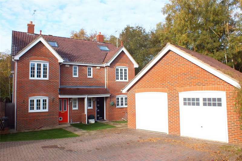 4 Bedrooms Semi Detached House for sale in Kingsley Square, Fleet, GU51