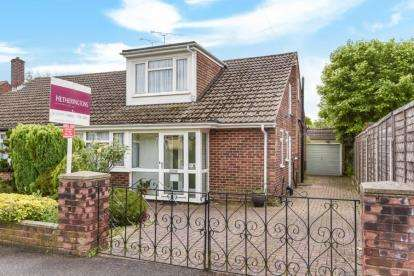 3 Bedrooms Bungalow for sale in Victors Crescent, Hutton, Brentwood, Essex