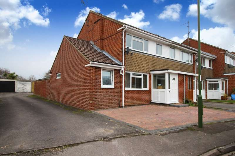 3 Bedrooms End Of Terrace House for sale in The Pines, Horsham