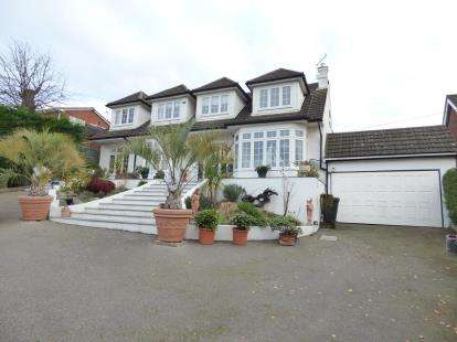 Detached House for sale in Benfleet, Essex, Uk
