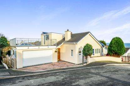 4 Bedrooms Bungalow for sale in Bados, Glan Y Don Parc, Bull Bay, Anglesey, LL68