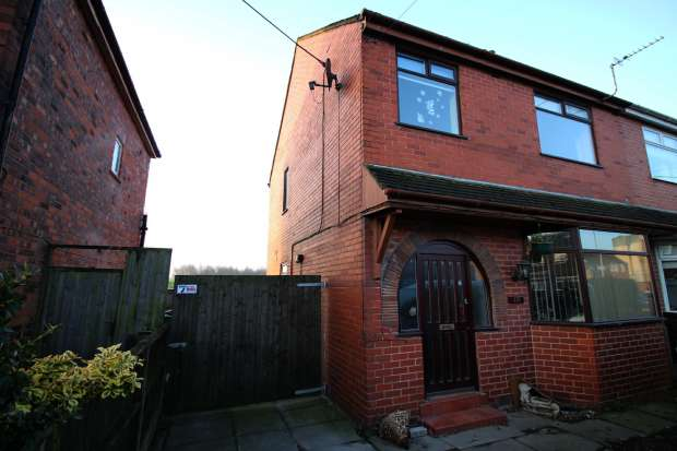 3 Bedrooms Semi Detached House for sale in Cale Lane, Wigan, Lancashire, WN2 1HB