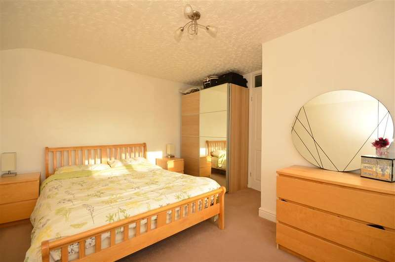 2 Bedrooms End Of Terrace House for sale in Markhams Chase, Basildon, Essex
