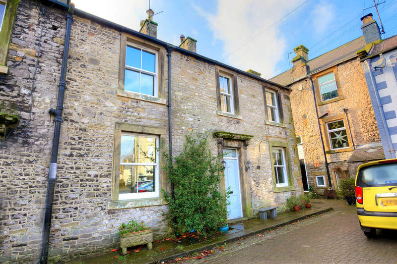 4 Bedrooms Semi Detached House for sale in Market Place, Tideswell
