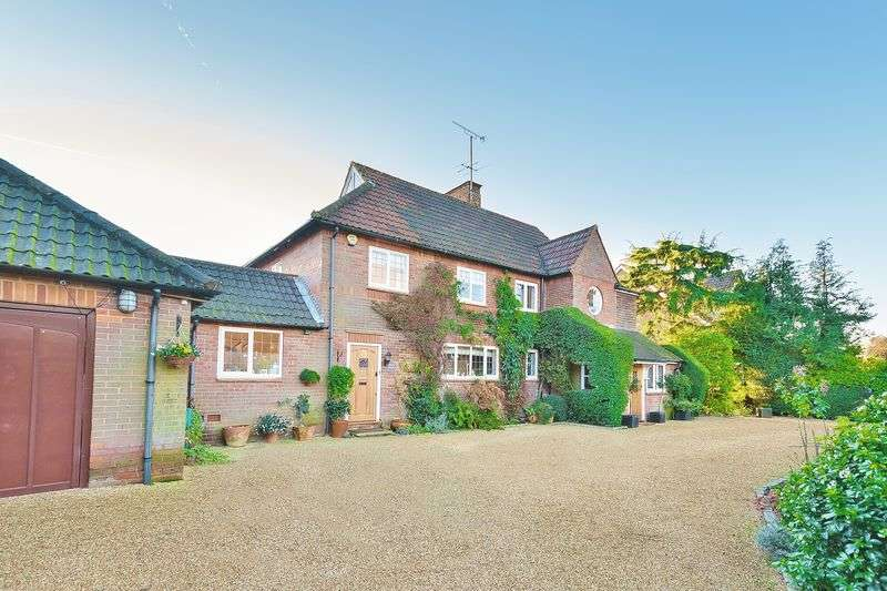 4 Bedrooms Detached House for sale in Doggetts Wood Lane