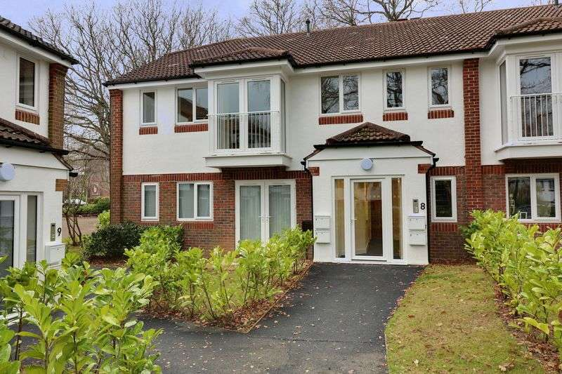 2 Bedrooms Flat for sale in The Spinney, Denmead, Waterlooville