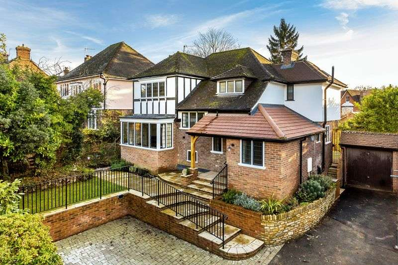 3 Bedrooms Detached House for sale in Clandon Road