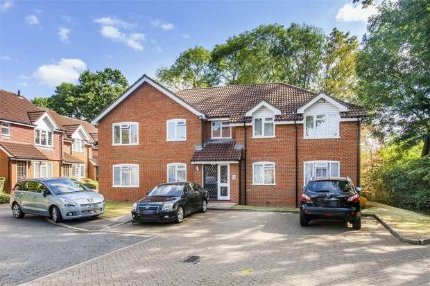 2 Bedrooms Flat for sale in Whisperwood Close, Harrow, Greater London
