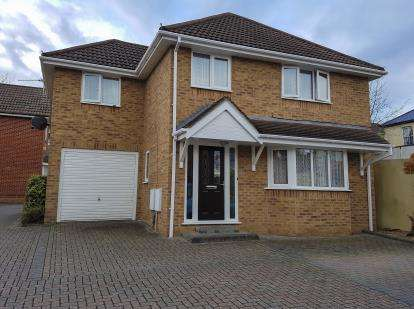 4 Bedrooms Detached House for sale in Charminster, Bournemouth, Dorset