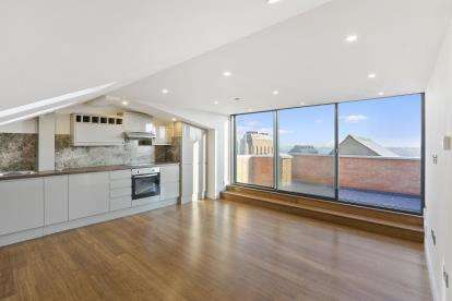 2 Bedrooms Flat for sale in Hillfield Park Mews, London