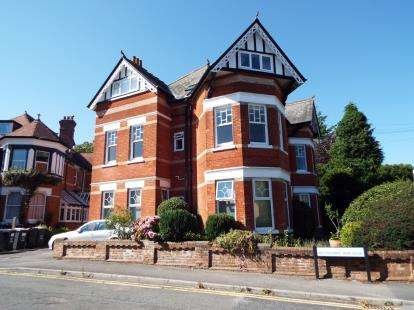 1 Bedroom Flat for sale in Alum Chine, Bournemouth, Dorset