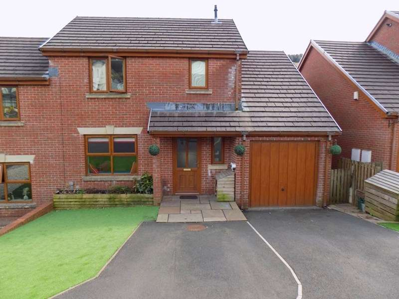 6 Bedrooms Semi Detached House for sale in Cambrian View, Clydach Vale