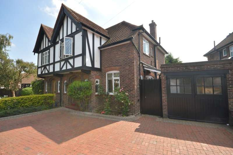 3 Bedrooms Semi Detached House for sale in Elmcroft Drive, Chessington, KT9