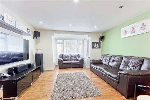 2 Bedrooms Flat for sale in Lyndhurst Court, Grange Road, Sutton, Surrey, SM2 6SR