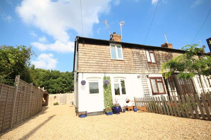 2 Bedrooms House for sale in The Compasses, Leigh