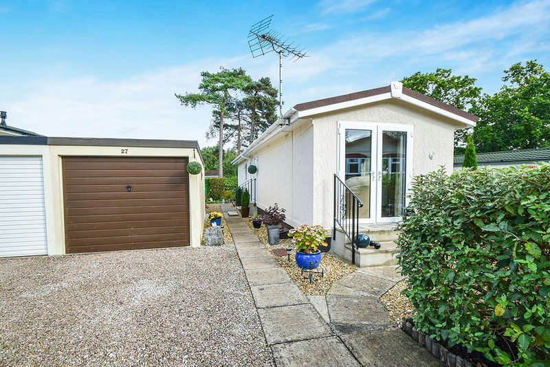 1 Bedroom Bungalow for sale in Millwood New Park, Bovey Tracey, Newton Abbot, TQ13