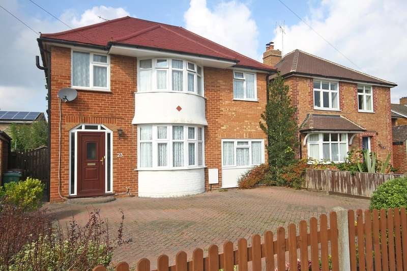 5 Bedrooms Detached House for sale in Parkhurst Road, Horley, Surrey, RH6