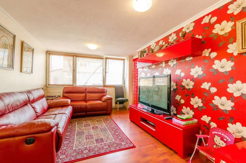 3 Bedrooms Flat for sale in Ray Lodge Road, Woodford Green, IG8
