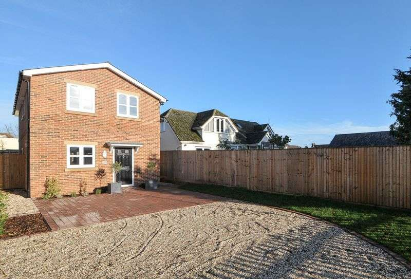 4 Bedrooms Detached House for sale in Kennet Close Hartmead Road, Thatcham