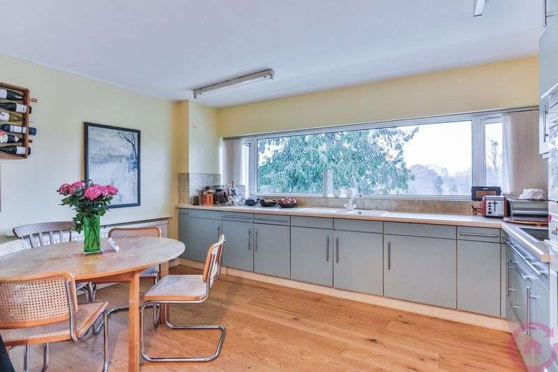2 Bedrooms Flat for sale in Evesham Road, Cheltenham