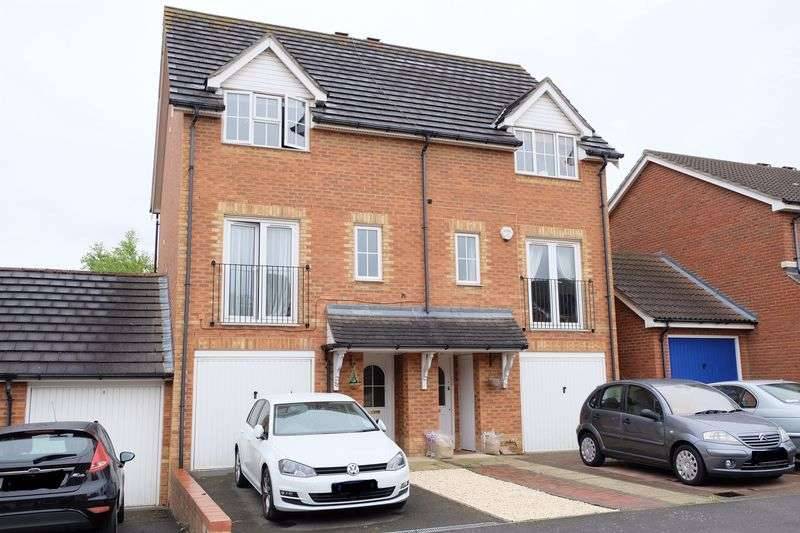 3 Bedrooms Semi Detached House for sale in Crayford
