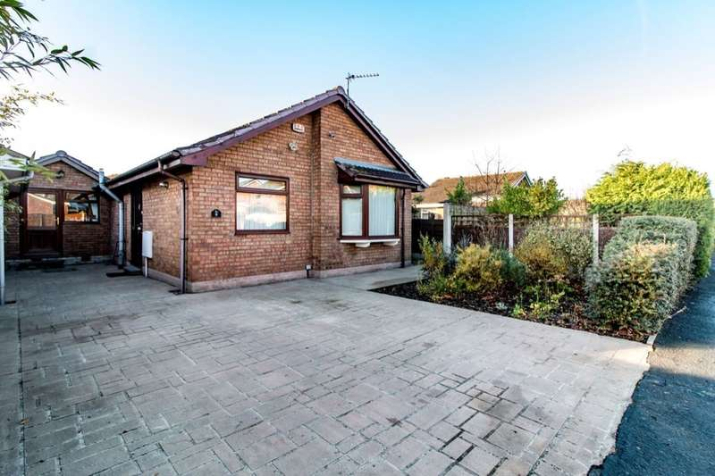 3 Bedrooms Semi Detached Bungalow for sale in Wycombe Drive, Astley,Tyldesley, Manchester, M29
